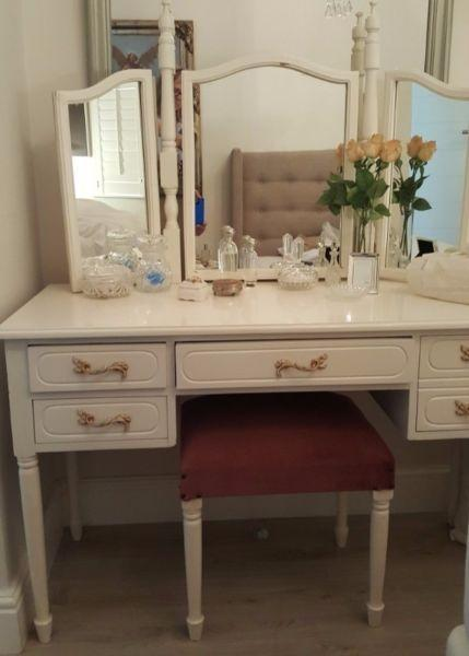Dressing Table With Mirror And Stool: Dressing Tables With Mirror And Stool