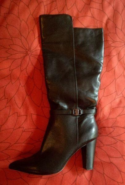 Knee-length Ladies Boot For Sale