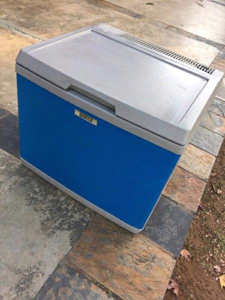 40 litres camping fridge 12v/220v/gas