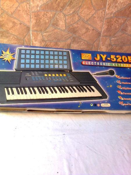 CHILDRENS ELECTRONIC KEYBOARD PIANO