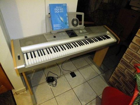 Yamaha Portable Grand dgx-505 Electronic Keyboard