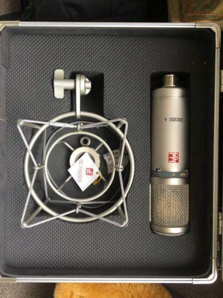 Se 2200 A microphone