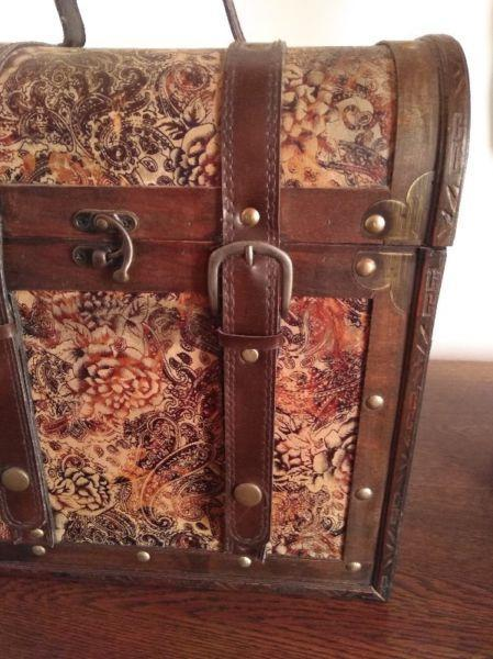 Wooden Vintage vanity case NOW ONLY- R220