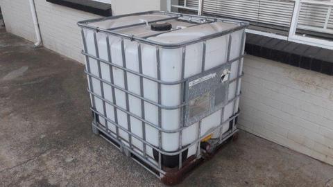 1000L Water Tanks - Brick7 Sales