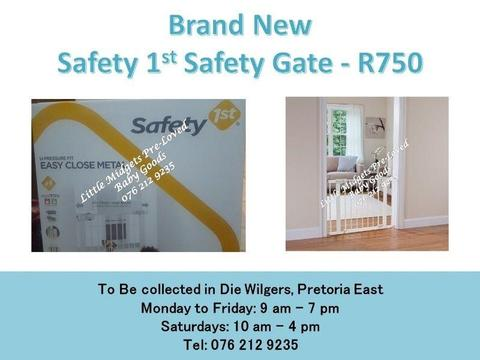 Brand New Safety 1st Safety Gate (Fits opening of 73 cm - 80 cm)