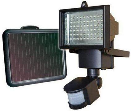 FREE STANDING SOLAR MOTION DETECTION FLOOD LIGHT WITH SOLAR PANEL - INTERNAL BATTERY - 850 LUMEN