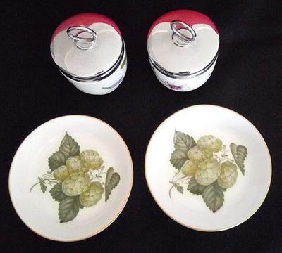 4 x Royal Worcester porcelain trinkets and pin plates