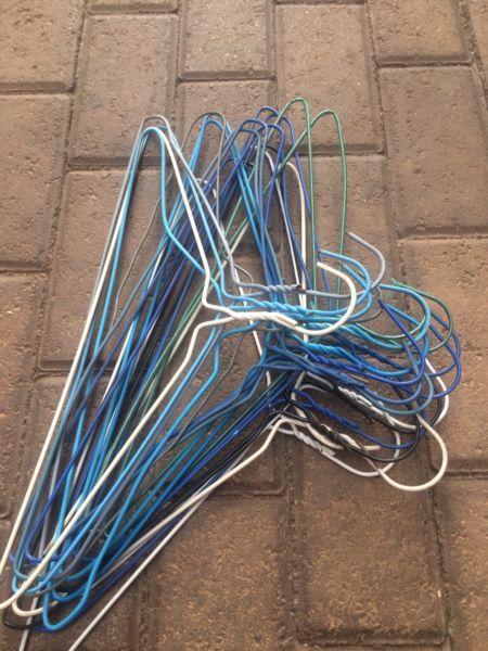Wire coat hangers (used)