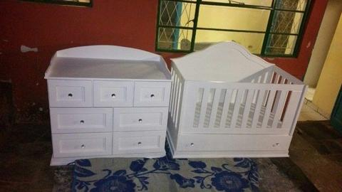 Baby Squareline Cot and Compactum Combo – R7999.00 - Sur 25