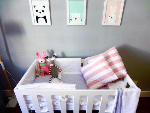 Modern white and wood Cot / Crib converts to toddler bed