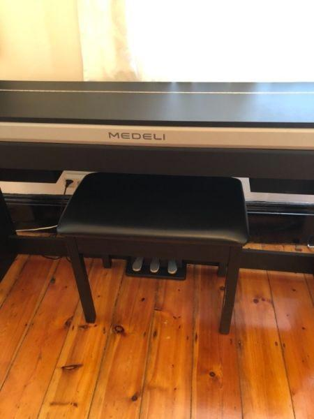 Medeli Electronic Piano with Bench