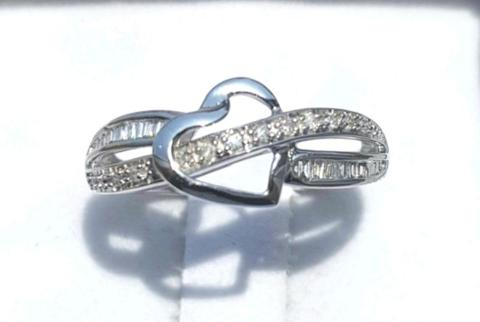 Urgent sale. 10CT solid white gold ring