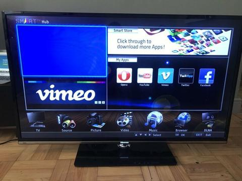 Hisense 55 inch full HD LED 3D tv with extras