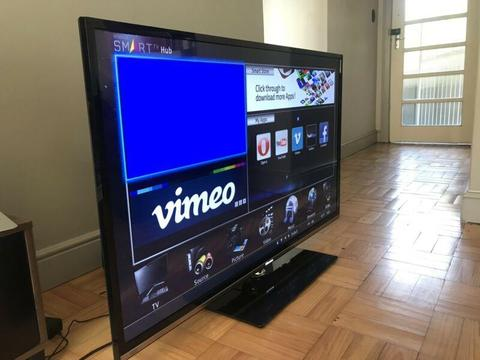 Hisense 55inch LED Full HD 3D tv with extras