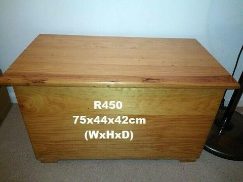 Blanket Chest / Toy Box. Pine. Great Condition.