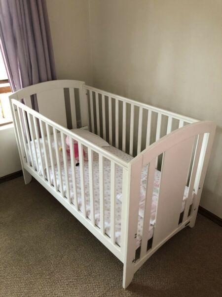 Mamas and papas convertible white cot